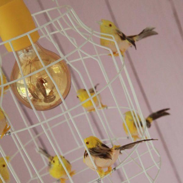 hanglamp vogels gele kinderkamer