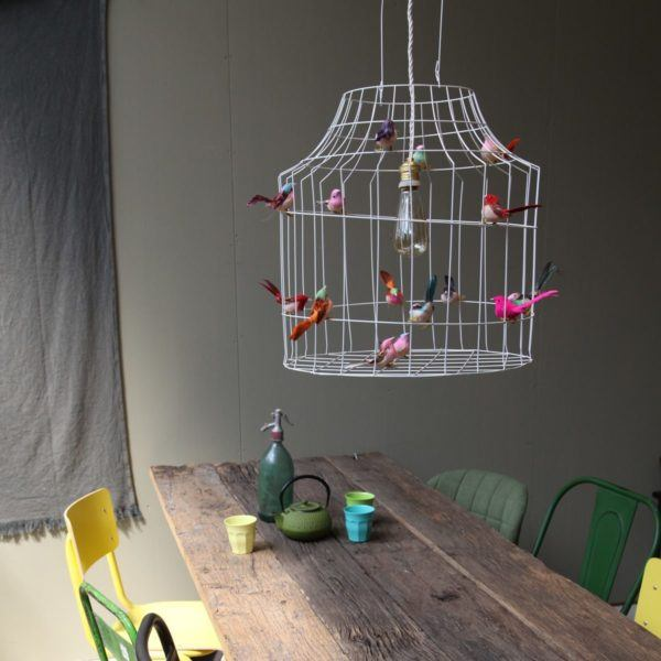 vogelkooi hanglamp boven eettafel