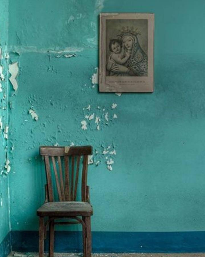 muur turquoise verven